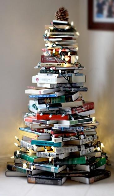 arbre nadal 5 Idees originals per decorar amb llibres aquest Nadal.