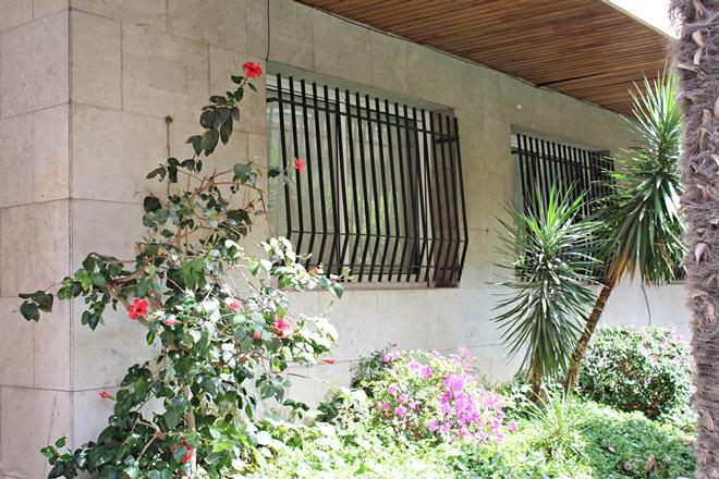 La casa on va viure Gabriel Garcia Márquez a Barcelona situada al carrer Caponata nº6. on l'eswcriptor colombirà va escriure 'El otoño del patriarca'.